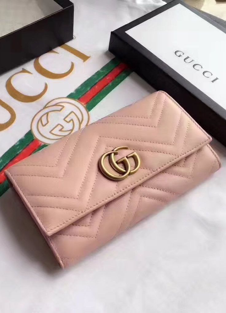 22bcf16d6869 Gucci GG Marmont continental wallet in Pink leather with a chevron design.