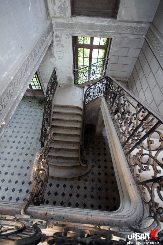 Chateau des Singes - France - Derelict Places LOTS of pictures of this beautiful abandoned Chateau