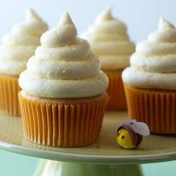 Since we call Riley Bee, I thought these might be cute.: Kid Cupcakes, Cupcakes Heavens, For Kids, Lemon Honey Cupcakes, Cupcake Designs, Cupcake Cak, Cupcakes Cak, Kids Cupcakes, Great Ideas