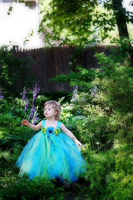 OoOoOooooo ~ What a pretty little girl and such a pretty setting :)  Can't wait for Aria and I to enjoy photo shoots in the garden as well~