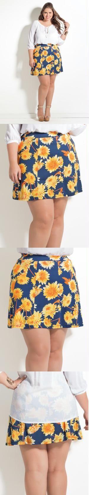 Saia Quintess Plus Size. Super charmosa, essa saia com modelagem evasê vai deixar suas produções femininas e moderninhas! A estampa de floral é uma das queridinhas da atualidade, que tem cores vibrantes e faz da peça o destaque do look. Combine-a com blusas de cores únicas ou camisa jeans, fica lindo! A modelagem evasê fica linda com blusas soltinhas ou mais ajustadas. Escolha sua preferida e crie looks incríveis!  Material: 94% Poliéster, 6% Elastano. Cintura: Alta. Comprimento: Micro.