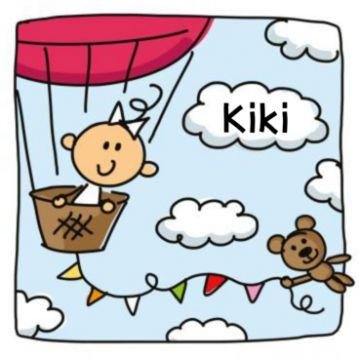 Geboortekaart baby meisje in een luchtballon. Getekende geboortekaart met luchtballon en daarin een baby meisje. Onderaan hangt een gekleurde slinger met aan het einde een teddybeer. Binnenin landschap met speelgoed en teddybeer aan de slinger.