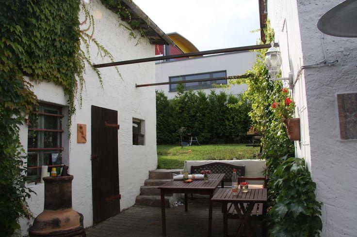 Schau dir dieses großartige Inserat bei Airbnb an: Taunus B&B,WIFI,TV(Netflix,Prime) 20 min. bis FFM - Wohnungen zur Miete in Königstein im Taunus