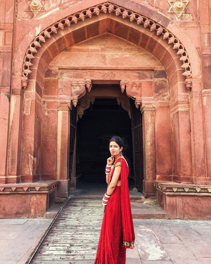 """1,403 Likes, 14 Comments - Maria Miarisua (@tiramisumaria) on Instagram: """"Как же круто, что в Индии местные женщины в основном носят сари, фото всегда получаются очень…"""""""