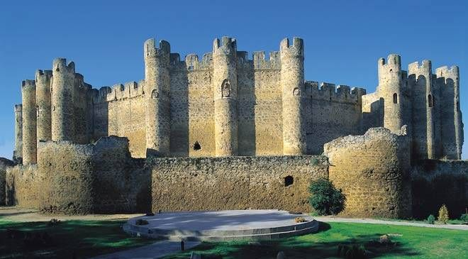 CASTLES OF SPAIN . - The Castle of Valencia de Don Juan, Leon.Spain. The castle was built in the 15th century. It was constructed on the site of another castle that had been erected on the ruins of a fortification dating back to the Iron Age. Valencia de Don Juan Castle is also known as Coyanza Castle.
