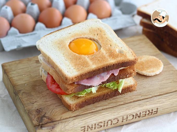 [ CLUB SANDWICH ] Un sandwich à étages pour encore plus de gourmandise et de saveurs ! Le tout bien croustillant et surplombé d'un oeuf... Ça vous dit ?! Rendez-vous sur notre site alors ;-) www.ptitchef.com