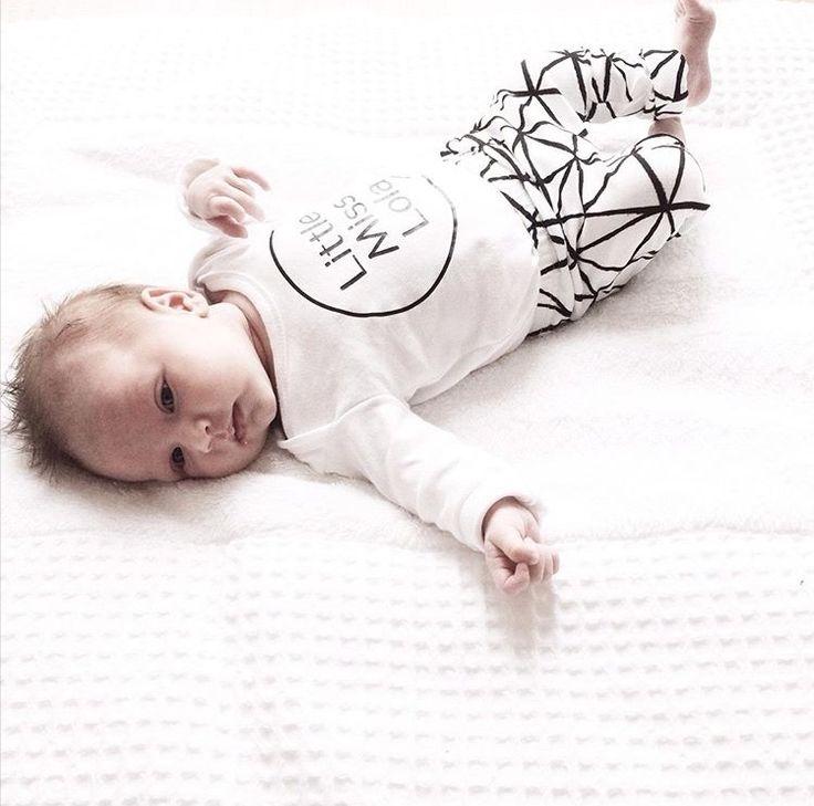 Little Miss - Little Mister super leuk en betaalbaar shirtje met naam. Leuk om voor f een groter maatje te bestellen en voor de baby een klein maatje. #same shirts :-)