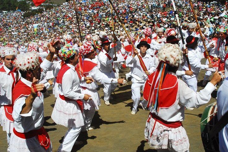 La clasica Bajada en onor de la Virgen de los Reyes en #elHierro