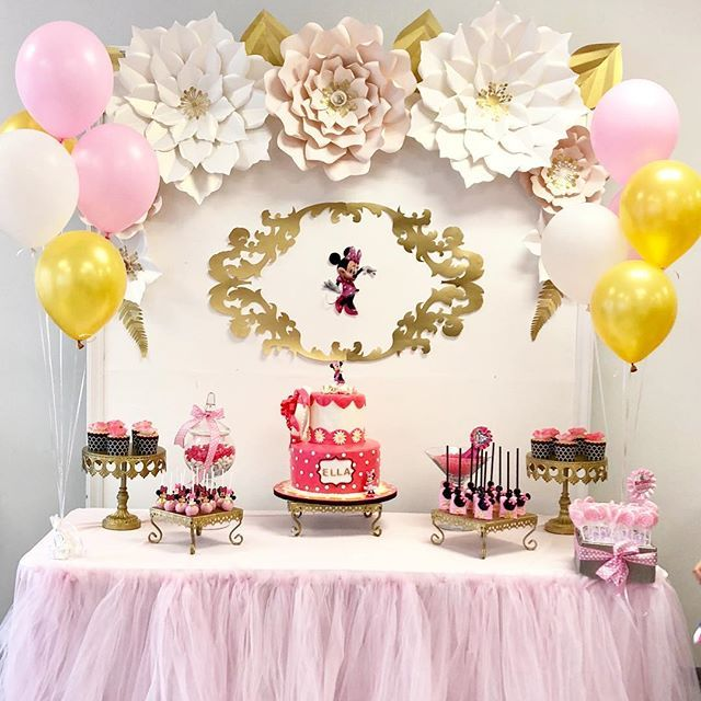 Happiest birthday to beautiful Ella @nara.vard beautiful cake and desserts by @annascakehouse decoration and table set up by me @backdropsbyanna #birthday #birthdaycake #birthdaypartyideas #beautiful #minnie #mickeymouse #minniemouseparty #minniemousecostume #minniemousecake #dessert #cake #desserttable #backdrop #backdrops #paperflowers #paperflower #paperflowerwall #paperflowerbackdrop #party #kidsparty #kidspartyideas #inspitation #inspired #fiesta #event #eventplanner #eventplanning…