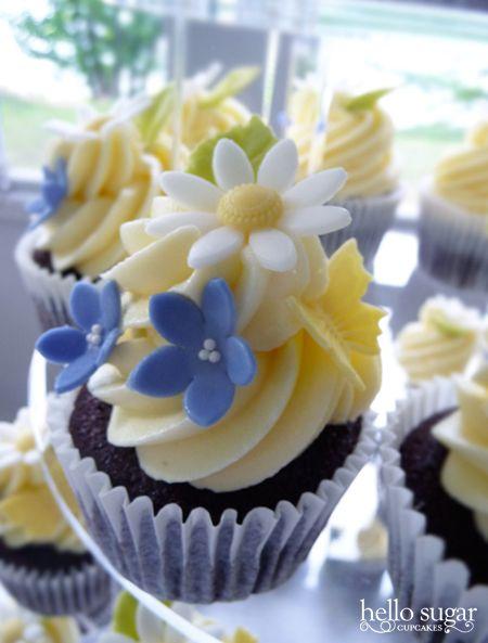24 best Cupcake Flower Designs images on Pinterest | Flower cupcakes ...