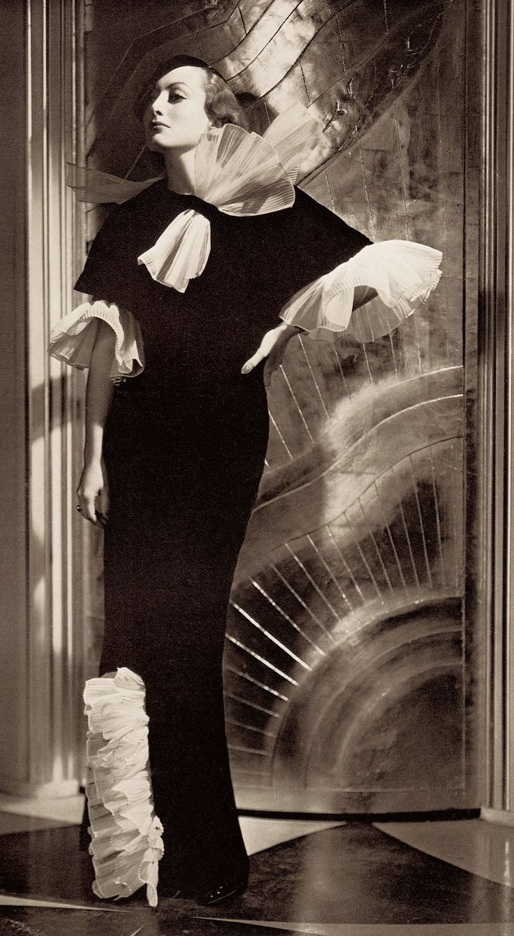 JOAN CRAWFORD 1932 by GEORGE HURRELL (detail) from The Art of the Great Hollywood Portrait Photographers by John Kobal 1980 (please follow minkshmink on pinterest) #joancrawford #georgehurrell #thirties