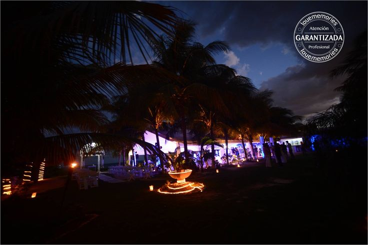 Indirect and decorative ilumiancion creates a dramatic effect on your event www.lovememories.com.mx