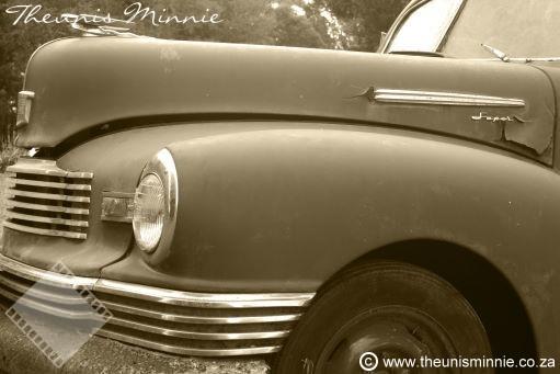 nuut o vintage car.jpg