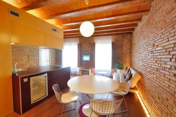 Barcelona, Spain Vacation Rental, 2 bed, 2 bath, kitchen with WIFI in La Ribera El Borne. Thousands of photos and unbiased customer reviews, Enjoy a great Barcelona apartment rental perfect for your next holiday. Book online!