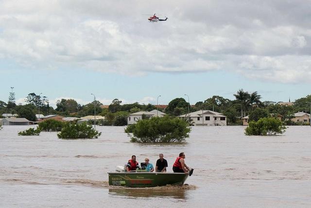 Evacuation, Bundaberg North    Photo: Ian Hatton