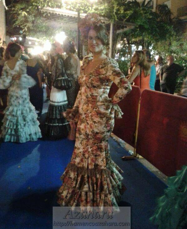 Precioso #vestido estampado con mangas en #desfile #NocheVivaFuengirola de #flamencoazahara