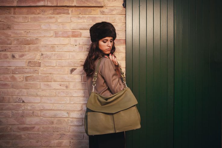 Minerva in olive green pebbled calf leather - With model.