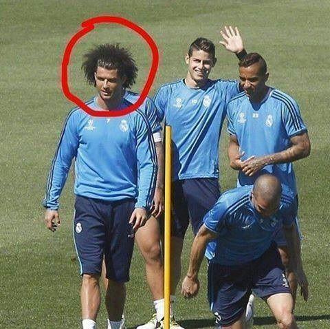 Portugalczyk zmienił frykę i teraz wygląda jak Marcelo • Tak wygląda nowa fryzura Cristiano Ronaldo • Wejdź i zobacz bujną frykę >> #real #realmadrid #football #soccer #sports #pilkanozna
