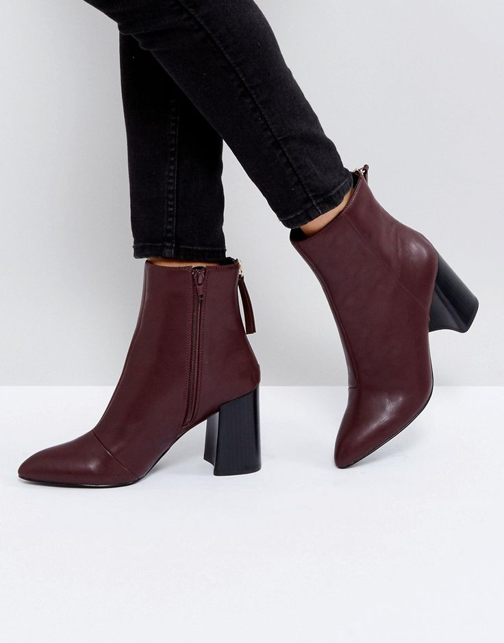 Burgundy Pointed Heeled Ankle Boots perfect trend for a casual fall outfit for young women in their 20s and 30s.