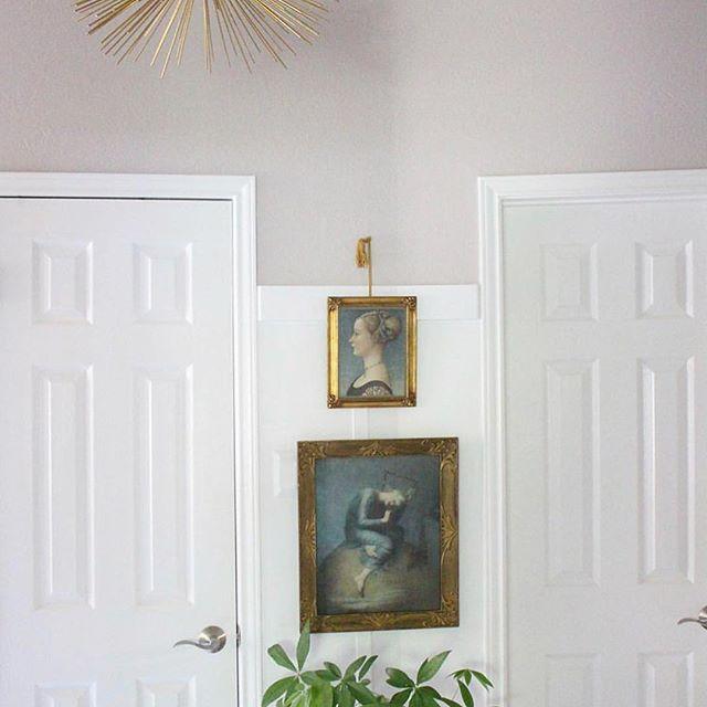 Mixing Vintage Art  Interiors to perfection @k.laingdesign  #artandinteriors #vintageart #arthang #artwalls #gallerywall #gallerywallart #vintageartemporium #artshop #artshopping #artonline #artlovers #artcollection #artsource #art #interiors