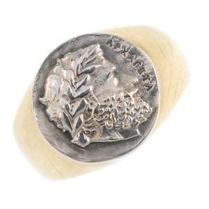 LOT:364 | DOLCE & GABBANA - an 18ct gold signet ring.