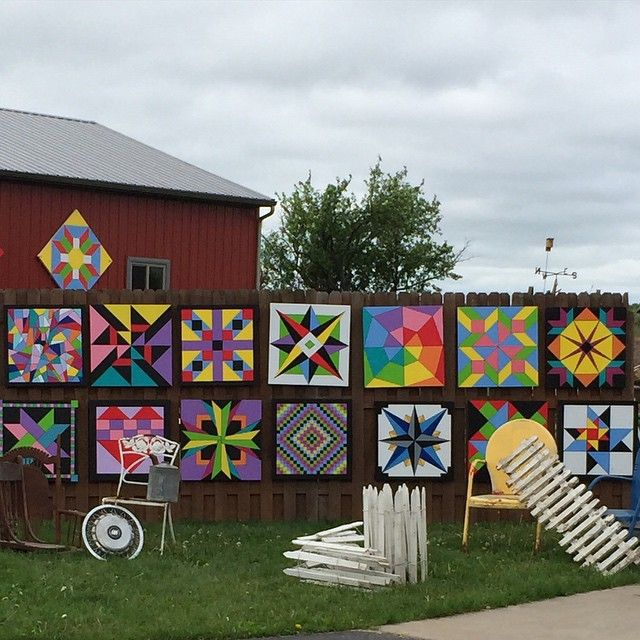 Pretty barn quilts for sale today. #barnquilts #gardenart
