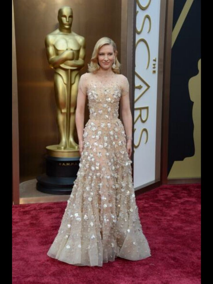 Cate Blanchett in this nude gown. Beautiful!
