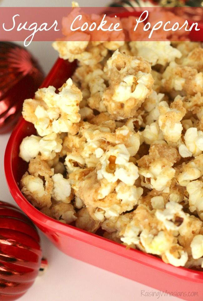 Sugar Cookie Popcorn Recipe   make this festive and easy homemade popcorn for the holidays, perfect for gifting! @Redbox #GiveALilRedbox #IC (ad)