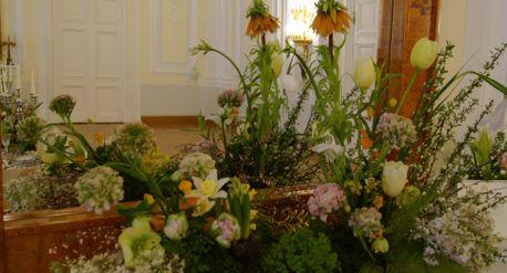 Signature table setting by FABIO ZARDI COUTURE  @petroffpalacehotel, Moscow for the White Sposa Ball, Feb. 18th, 2017   #maison_d_eventi_wp #polugar #calegaro1921 #event #weddingdecoration #reception #tabledecor  #destinationweddings #weddingplanning #eventdesign #petroffpalacehotel #moscow #signatureevent #flowerdesign #floral #wedding #bridetobe #brides #engaged #bride #weddinghour #engaged #eventplanner #luxurywedding #instagallery #instagood #instalove #celebration #ceremony