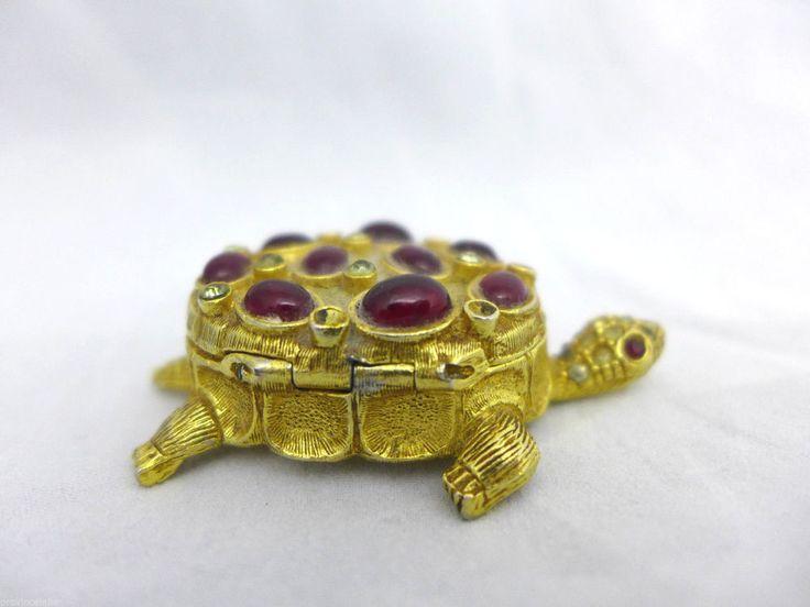 VINTAGE TURTLE PILL BOX  Red Cabochons Trinket  Polly Bergen