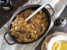Bei der Oma schmeckt Hausmannskost einfach immer am besten! Der klassische Schmorkohl mit Hackbällchen gelingt mit Omas original Rezept auch zu Hause.