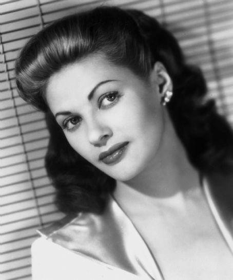 Laura's Miscellaneous Musings: A Birthday Tribute to Yvonne DeCarlo