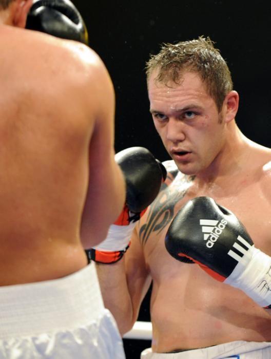 Les titans du sport français A 35 ans le boxeur francais il etait le deuxième boxeur francais derrière Jean-Marc Morbeck il est à présent dans le top 20 mondial