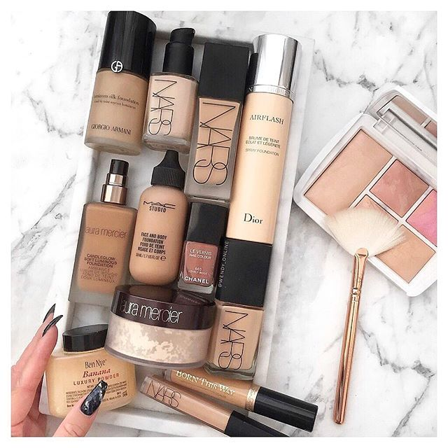 Shades of beige anyone else have crazy skin like mine?! One day I'm dry, one day I'm oily, one day I'm dark and one day I'm light what's your fave foundation? I'd love to know!