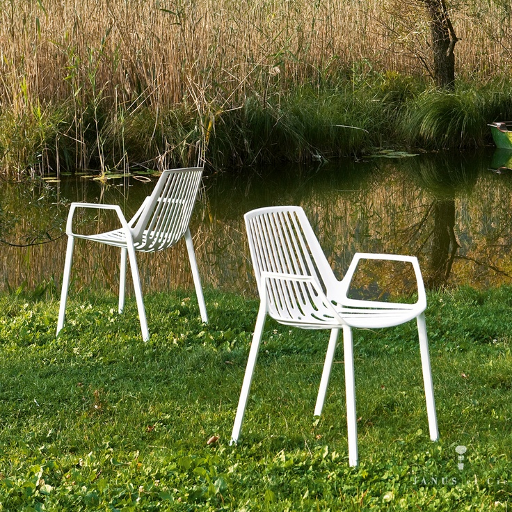 rion garden chairs from go modern furniture made in italy in solid powder coated aluminium
