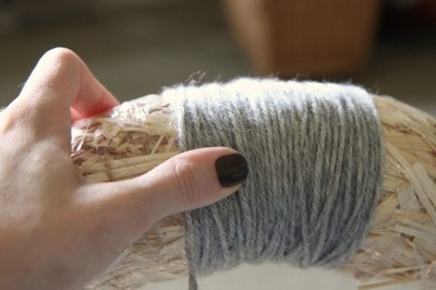 how to make yarn wreaths - easy