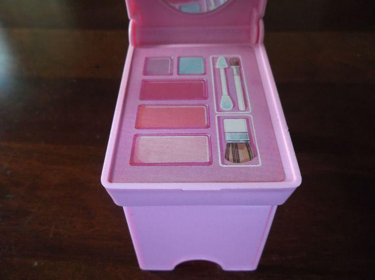 Barbie Vanity Light Up Mirror : 17 Best ideas about Makeup Tables on Pinterest Makeup desk, Ikea makeup vanity and Vanity ideas