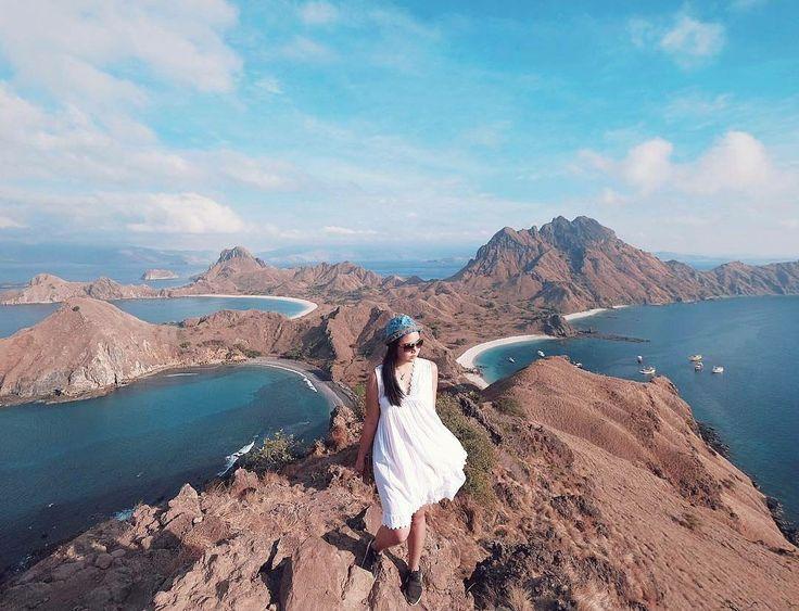 This has to be one of the most beautiful place on earth. . . Location : Padar Island, Komodo National Park. Photo by : @ngeliasalim  . . #pulaupadar  #explorekomodoisland #pulaukomodo #komodotrip #sailingkomodo #gililawa #gililawadarat #tamannasionalkomodo #explorekomodo #padarisland #nusatenggaratimur #pesonaalam #pesonaindonesia #wonderfulindonesia #indonesiabagus #travel #tukangjalan #tukangjalantrip #tukang_jalan #travelling #liburanseru #exploreflores #ntt
