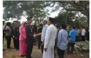 Kapolres Bojonegoro Sangat Peduli Pada Anggota Ikut Taziyah Dan Pimpin Upacara Pemakaman