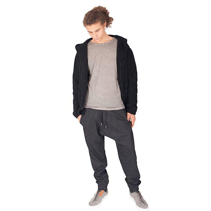 Che ne dite per questo week end? #maglia #cashmere #madeinitaly #aragona #t-shirt #majestic  #pantaloni #tuta #entreamis #sneakers #shuga #falcioni #fashion #weekend #tempolibero #style #followme