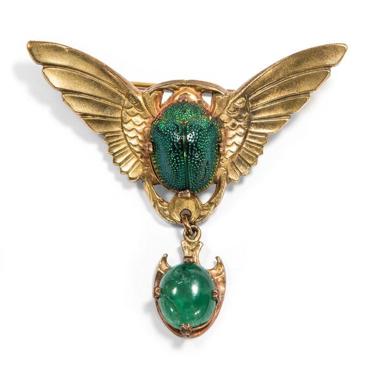 Der Sonne entgegen - Eindrucksvolle Skarabäus-Brosche mit Smaragd des Art Déco, 1920er Jahre von Hofer Antikschmuck aus Berlin // #hoferantikschmuck #antik #schmuck #antique #jewellery #jewelry