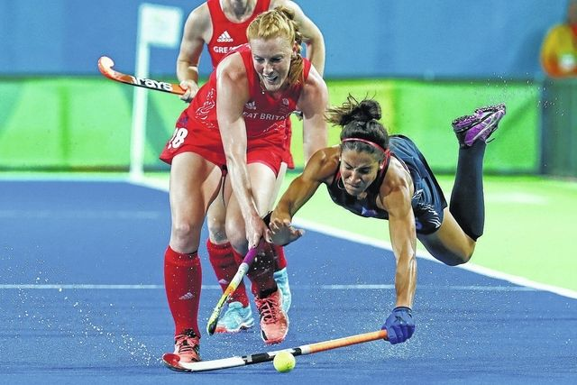 United States' Melissa Gonzalez, right, falls as she fights for the ball with Britain's Nicola White during a women's field hockey match in Rio de Janeiro on Saturday. Great Britain won 2-1.  (640×427)