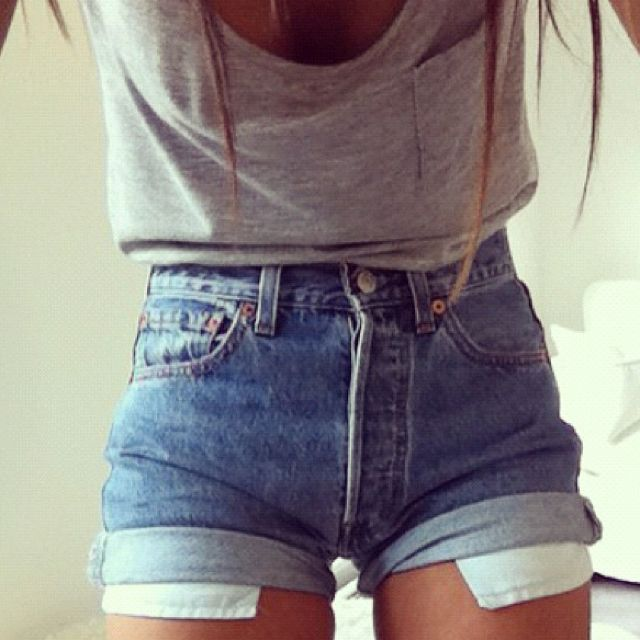 high wasted shorts with pockets hanging out