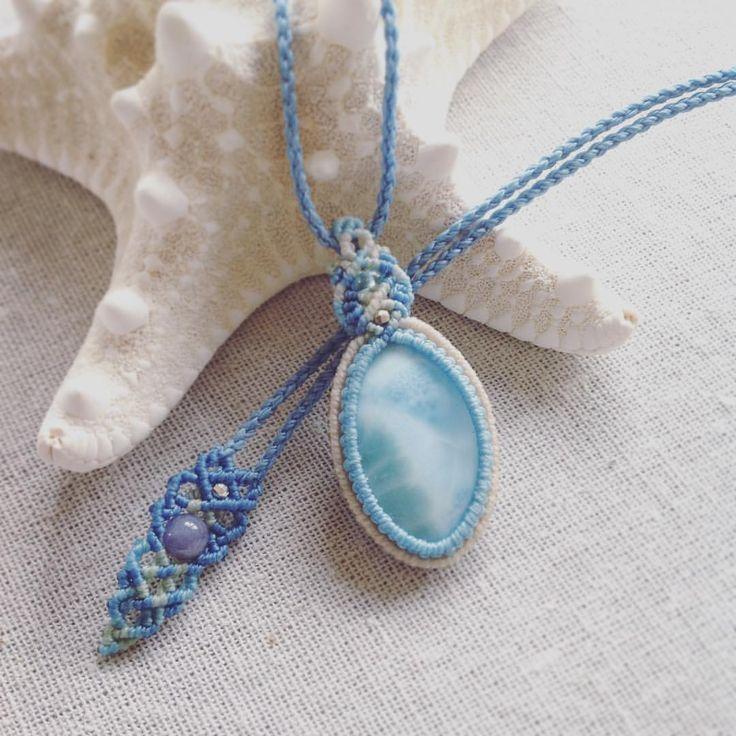 今日のマクラメ。 ラリマーマクラメペンダント。 #MacrameJewelryMANO #マノ#miyakojima #宮古島 #okinawa #macrame #マクラメ #handwork #handmade #bohemian #hippie #gypsy #ethnic #tribal #naturalstone #gemstone #stone #mineral #crystal #鉱物 #天然石 #accessories #pendant #ペンダント #ラリマー #larimer #blue
