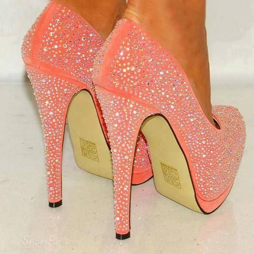 Super cute high heeled- sparkly pink shoes!