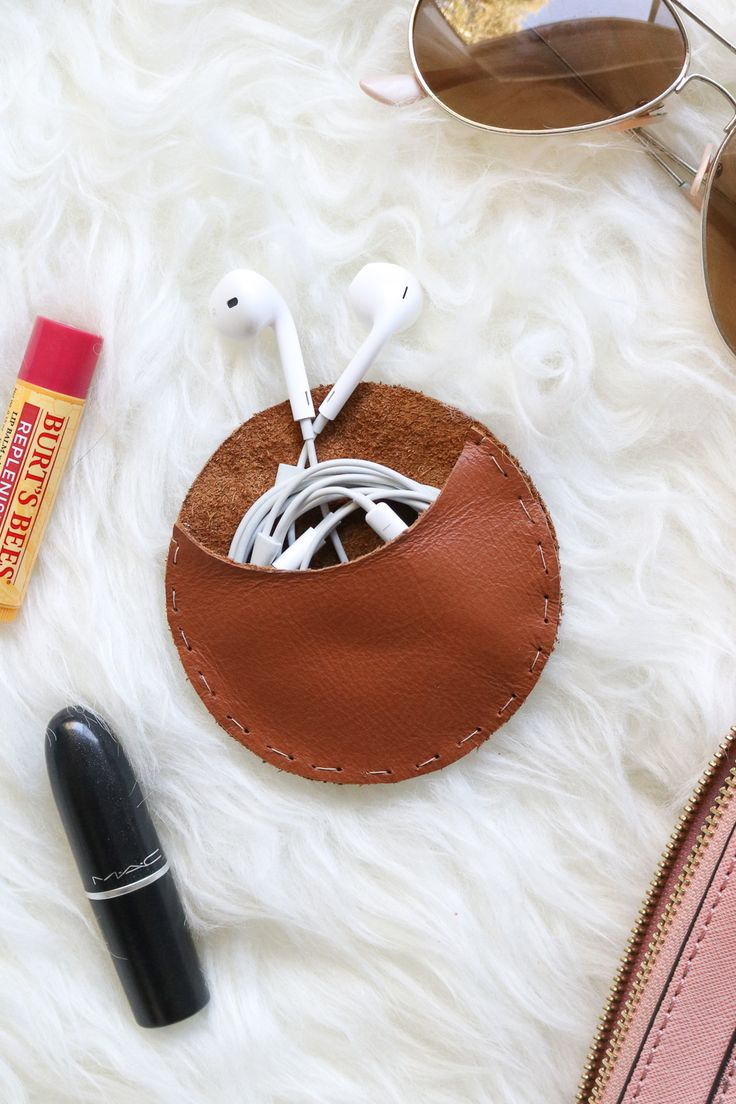 Make this round leather headphone organizer with simple stitches for keeping headphones from tangling in your pocket or bag.