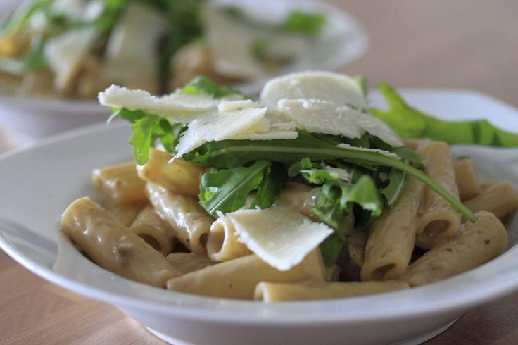 Een simpel recept deze penne met truffel, maar geen pasta recept wat je snel weer vergeet. Dit pasta recept met truffel is puur genieten.