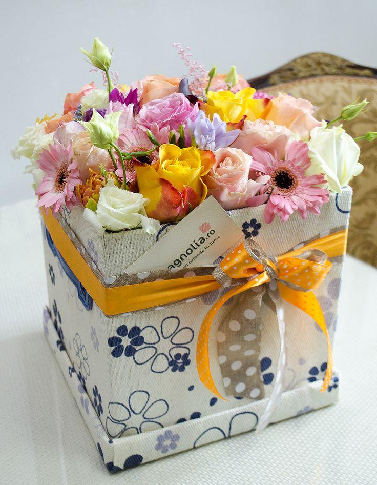 Flower arrangement in box: roses, gerbera, eustoma, freesias; Aranjament floral in cutie cu trandafiri, gerbera, eustoma si frezii