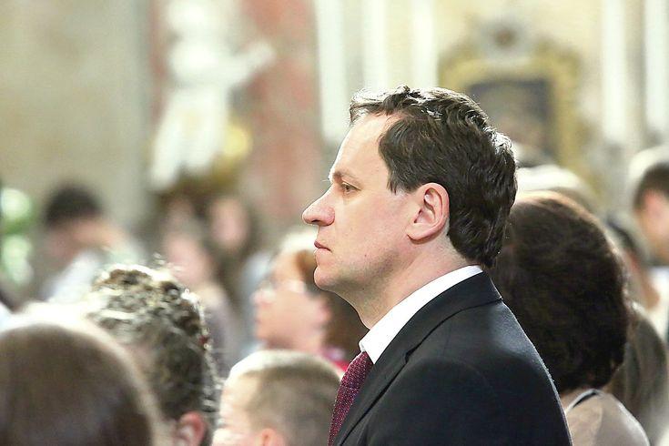 Lietuvos lenkų rinkimų akcijos (LLRA) pirmininkas Valdemaras Tomaševskis iš Varšuvos gali sulaukti ne tik jam malonių žinių. Tokių požymių jau esama.
