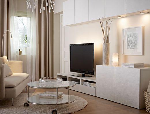 リビングルームに設置したウォールキャビネット、テレビ台、キャビネット。ホワイトで統一
